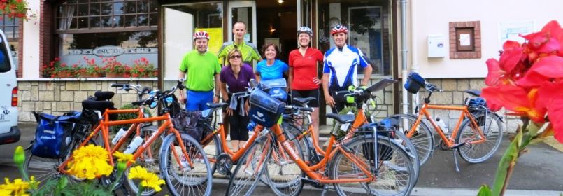 Cycling Tour from Paris to London - Cyclists outside Hotel Moderne